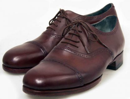 Brogues with straight caps and folded edges