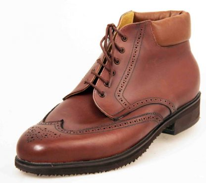 Derby boots with brogueing and wing cps