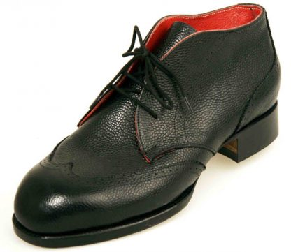 Derby boots with red lining and wing caps
