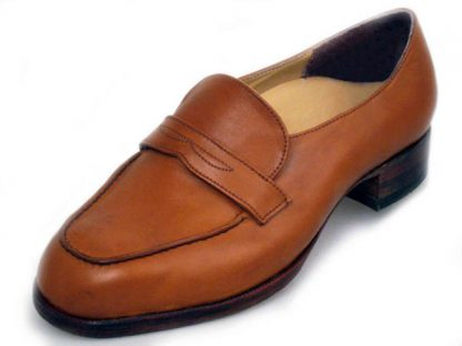 Elastic on instep with hand raised lakes and band leather soles and heels