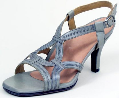 Fine strap shoe for retracted toes and bunion