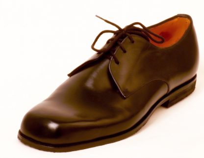 Plain black Derby shoe for tall lady