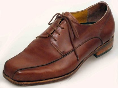 Austere Derbys with laid on apron over toe in tan