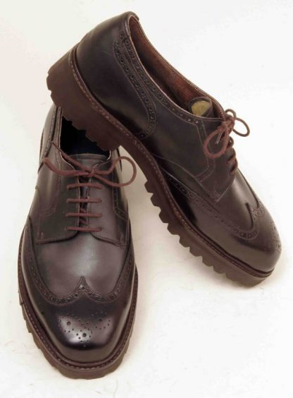 Derby brogues with counters wing caps and pattern