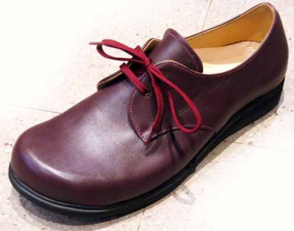Foot shaped Derby shoe