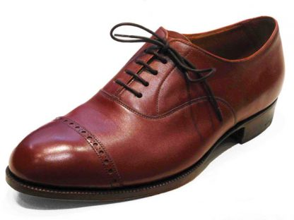 Oxford shoes with straight brogued caps