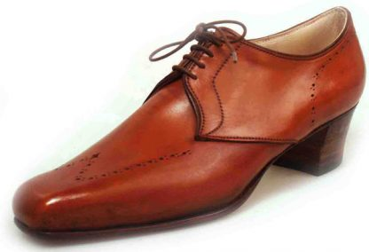Traced wingcap shaped facing Derby shoe