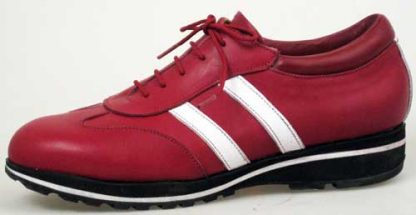 Trainer with contrast stripes side