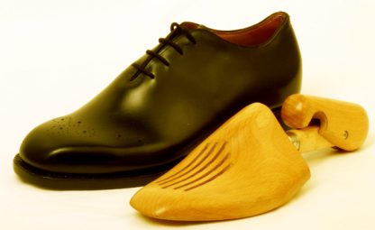 Whole cut Oxford with shoe tree