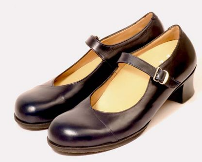 Strap court shoes for lady with wide forefeet and narrow backs pair